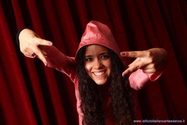 Ballerina di hip hop dietro le quinte in teatro