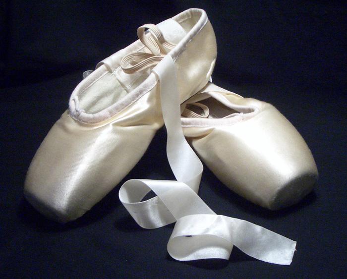 Popolare Un simbolo della danza classica: le scarpette da punta - Istituto  OC53