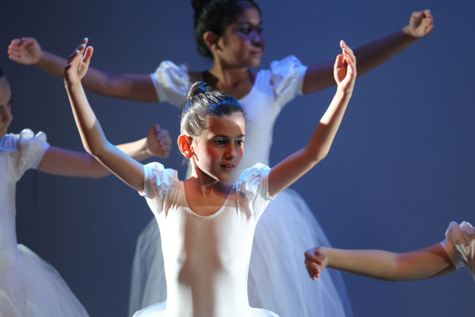 Disegno Di Una Ballerina Classica : Scarpette danza classica foto royalty free immagini immagini e