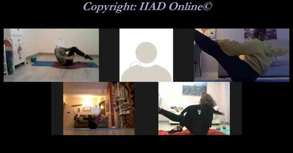 5 allieve durante lalezione online di ginnastica pilates